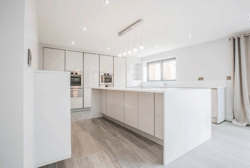 Modern-White-Kitchen-in-Sheffield